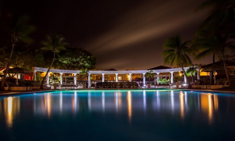 pool-384573_1280.jpg